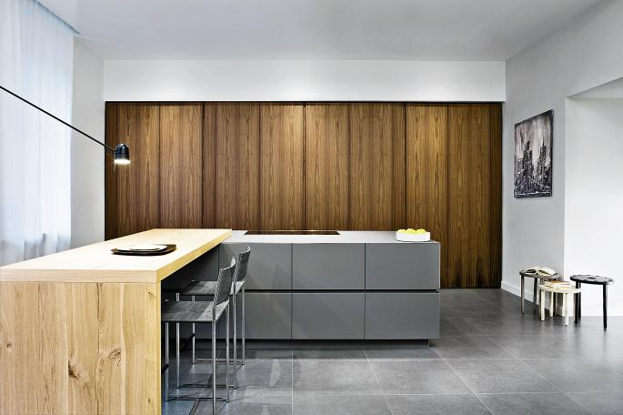 A Hub Kitchens design with the features hidden . . .